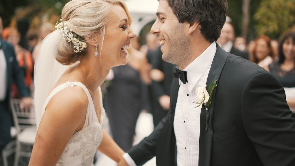 Bride and groom moment - 12 photos you'll regret not taking on your wedding day - The Wedding Club