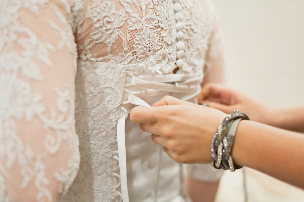 9 Maid of Honor Duties you didn't know about - The Wedding Club