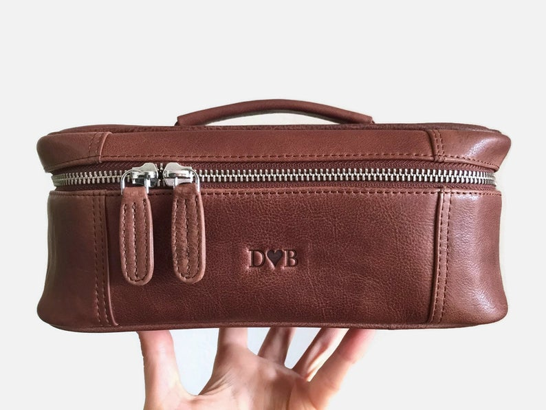 Monogrammed large toiletry bag - Makeup bag leather - Leather dopp kit - Personalized wash bag - Leather cosmetic bag - Groomsmen gift bag